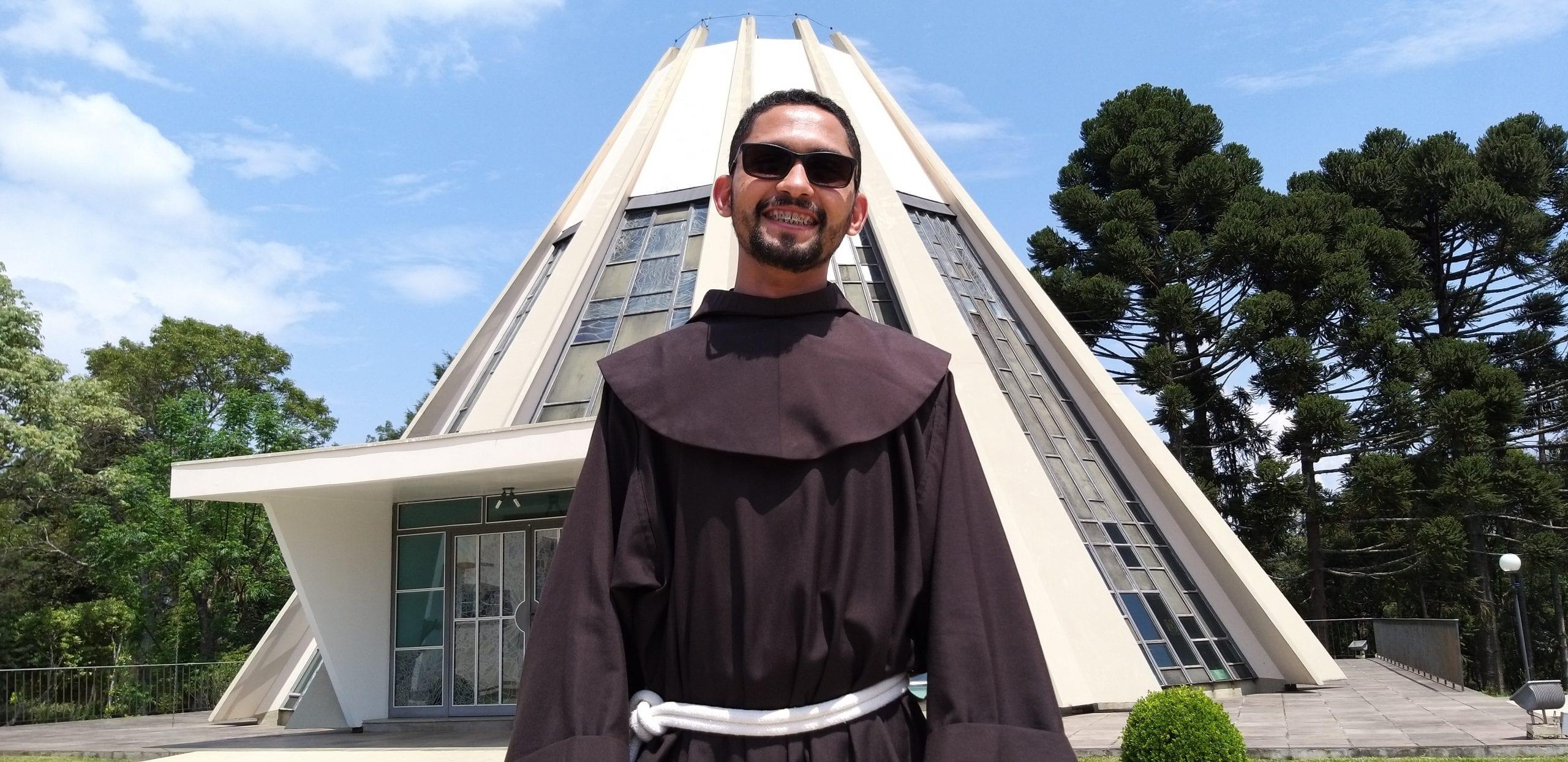 A história do jovem que decidiu ser franciscano na Festa da Penha