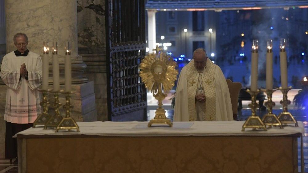 Papa na intenção de dezembro: rezando, mudamos a realidade e nossos corações