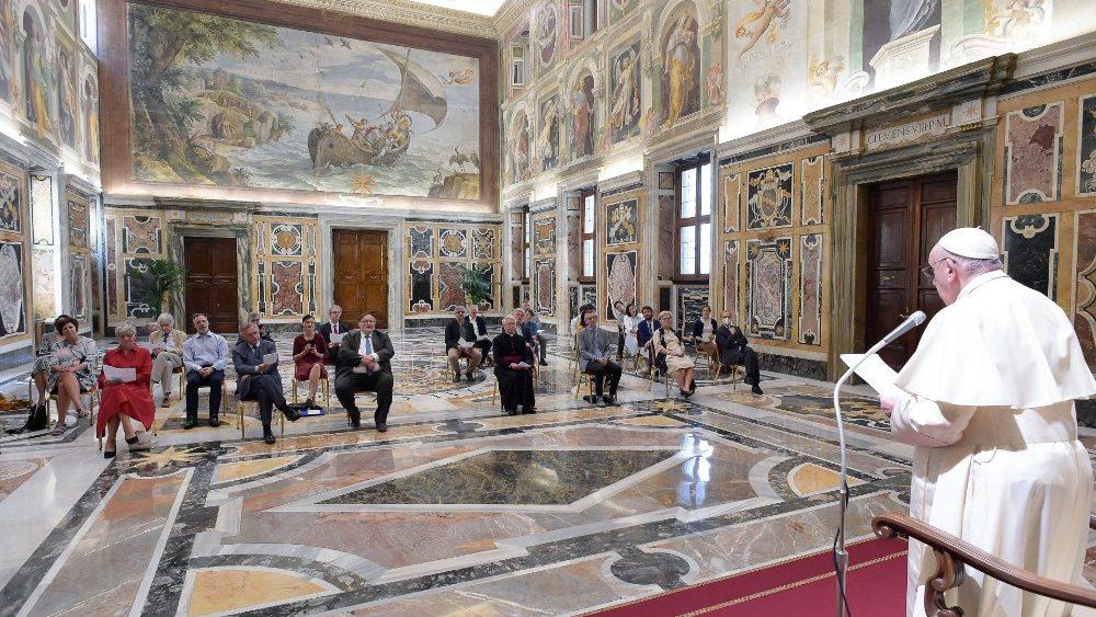Papa a jornalistas: a comunicação é uma missão importante para a Igreja