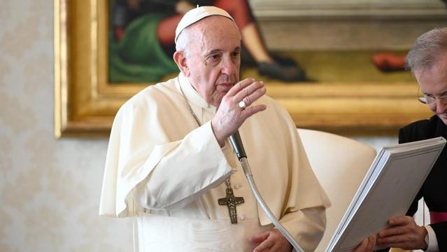 Papa: devemos aprender a não amaldiçoar, mas a abençoar
