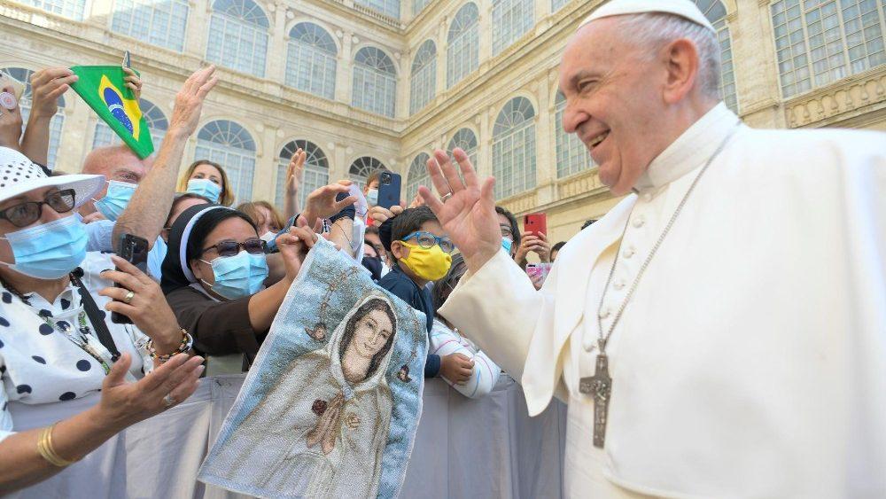 Papa: a oração de Jesus é o modelo da nossa oração
