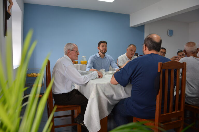 Fraternidade franciscana do Convento recebe prefeito de Vila Velha